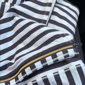 Striped lulu lemon scarf with gold zipper
